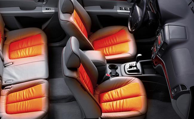 В качестве защиты автомобильные чехлы перекрывают родную обивку сидений и предохраняют ее от выгорания, попадания агрессивных веществ и появления пятен, загрязнений и просто вытирания.