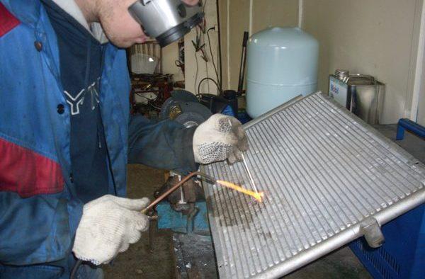 Ремонт радиаторов возможен разными способами