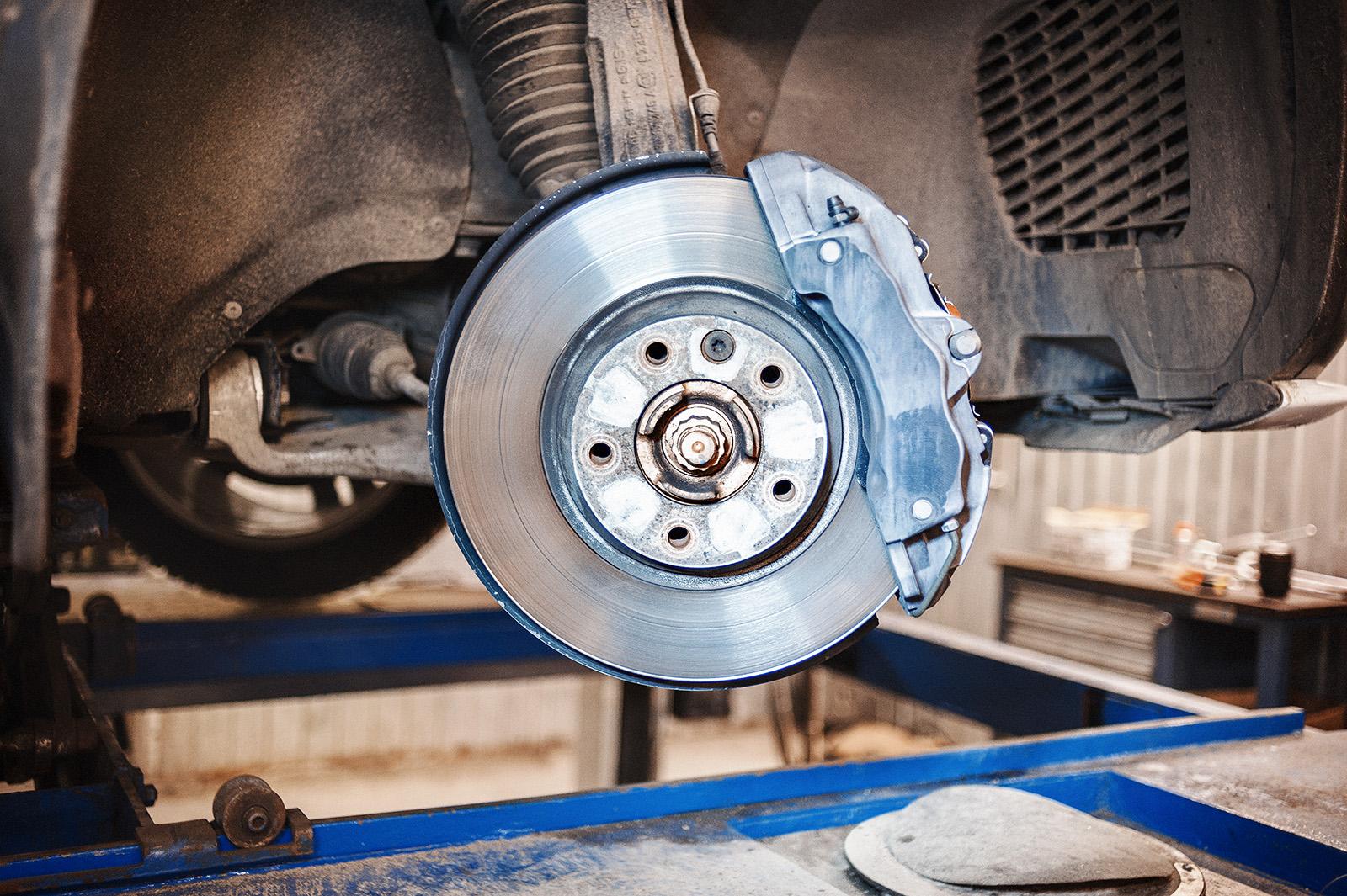 Важность замены тормозных колодок на автомобиле Опель
