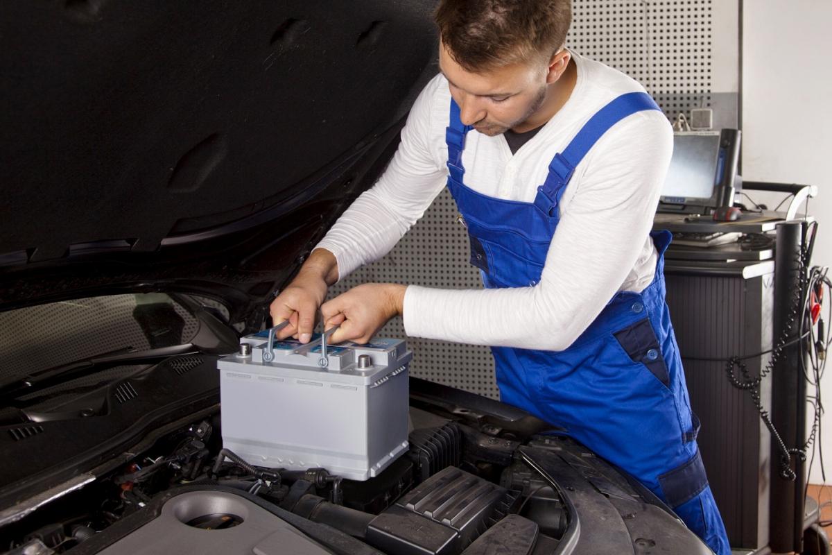 Автомобильные аккумуляторные батареи и их своевременная замена