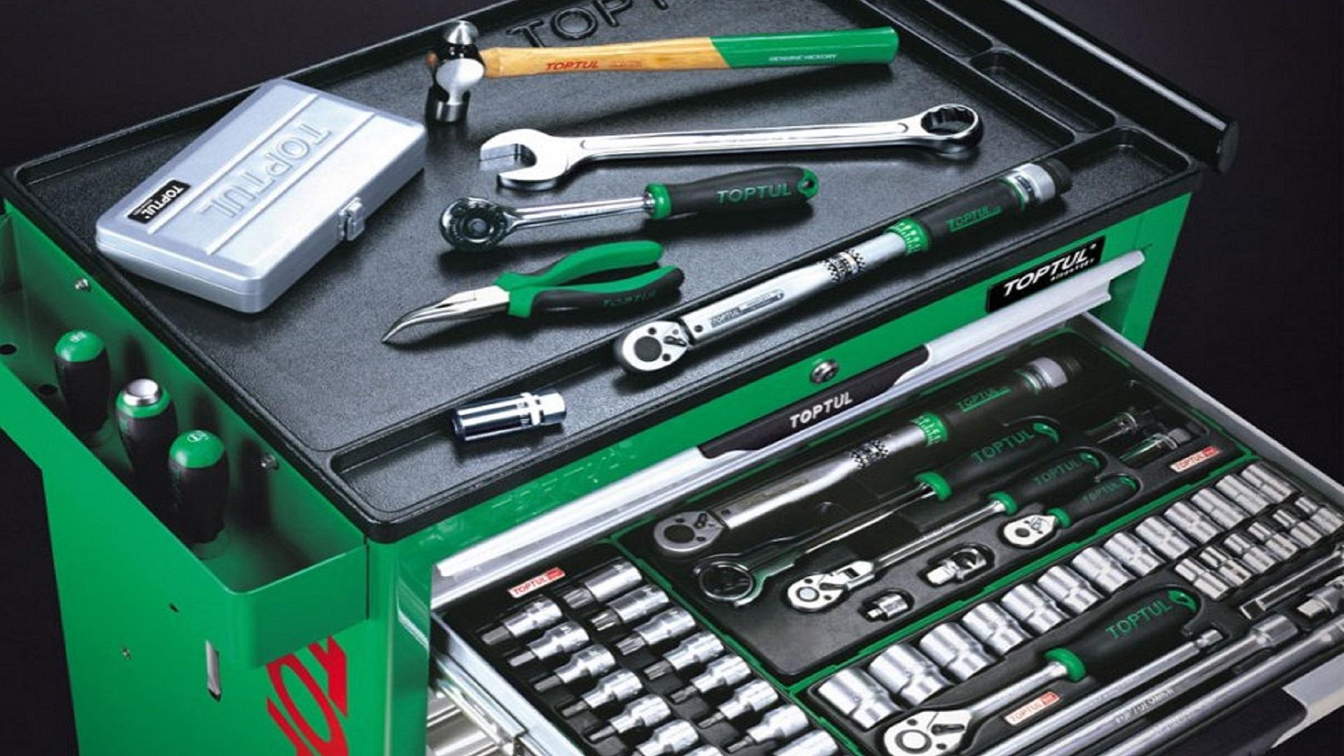 Инструменты для автомобилистов и профессиональных автомехаников