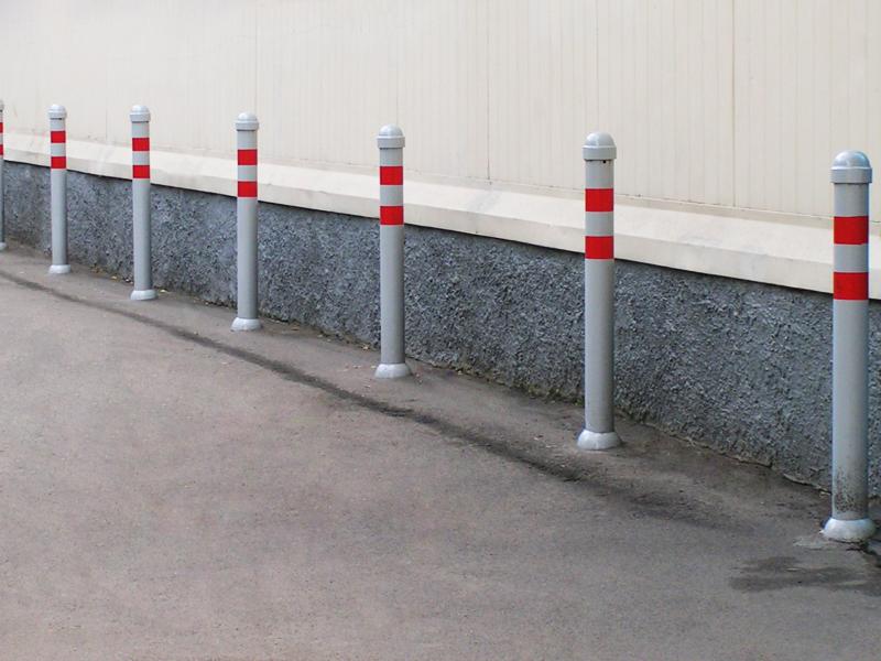 Какие существуют ограничители для транспорта: сигнальные столбики, парковочные барьеры, колесоотбойники