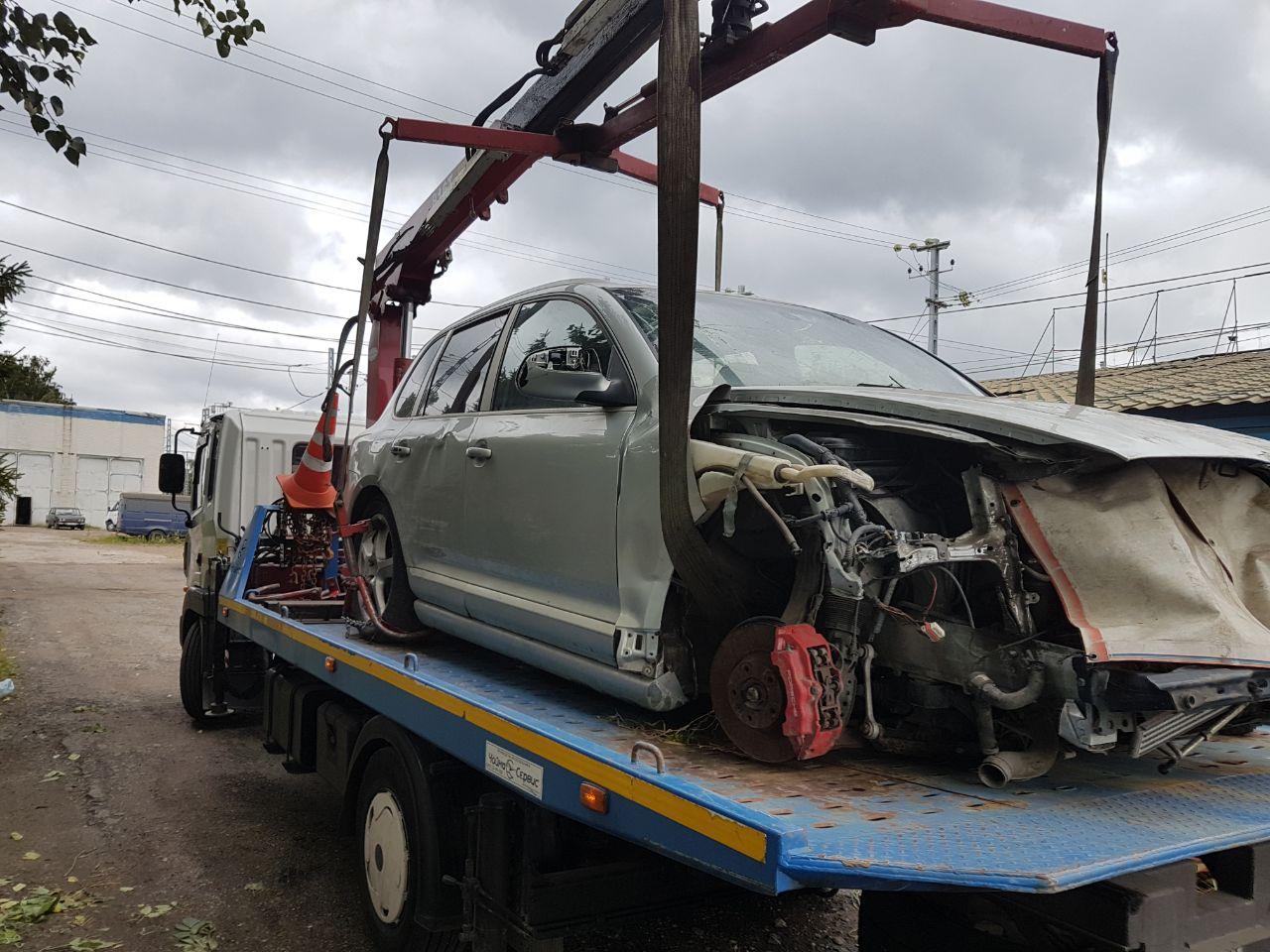 Заказ эвакуатора в Кеве при ДТП, аварии, поломке
