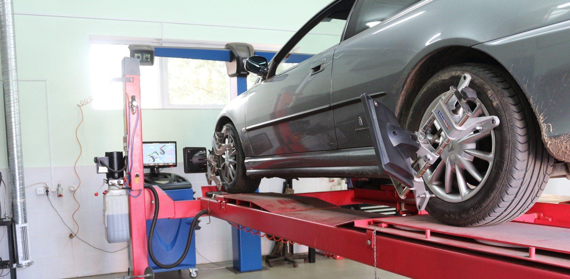 Необходимость своевременной диагностики рулевой рейки и регулировка развал схождения автомобиля